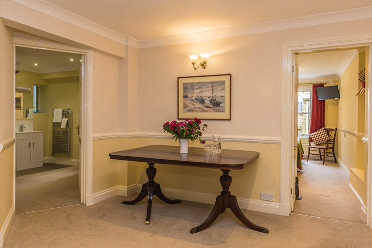 Lobby for rooms A and B - Gleneagles Guesthouse, Southend