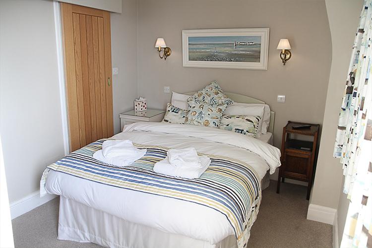 Gleneagles Room 8 - Bed